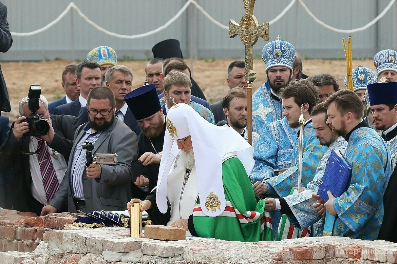 В Казани прошла церемония закладки первого камня в основание воссоздаваемого собора Казанской иконы