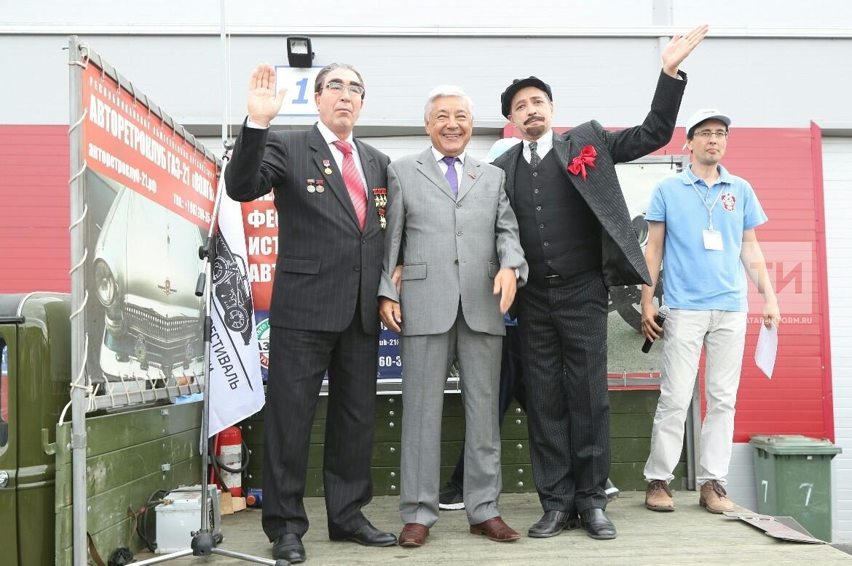 Ленин на броневике, Леонид Брежнев и Фарид Мухаметшин открыли фестиваль ретро автомобилей