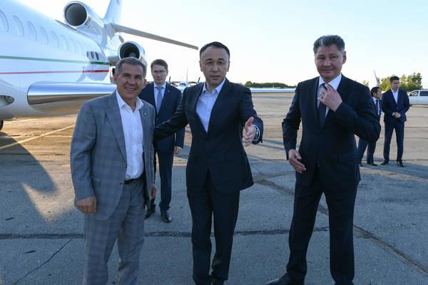 Президент Татарстана прибыл в Костанай для участия в праздновании Сабантуя